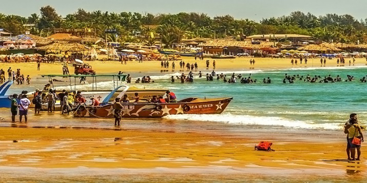5 Baga Beach in Goa lots of beach activites