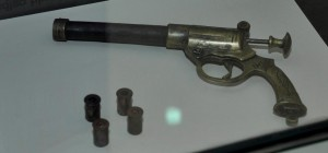 5 contentimg Pistol with Catridges