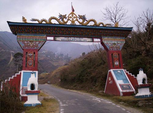 Bomdila_Gate