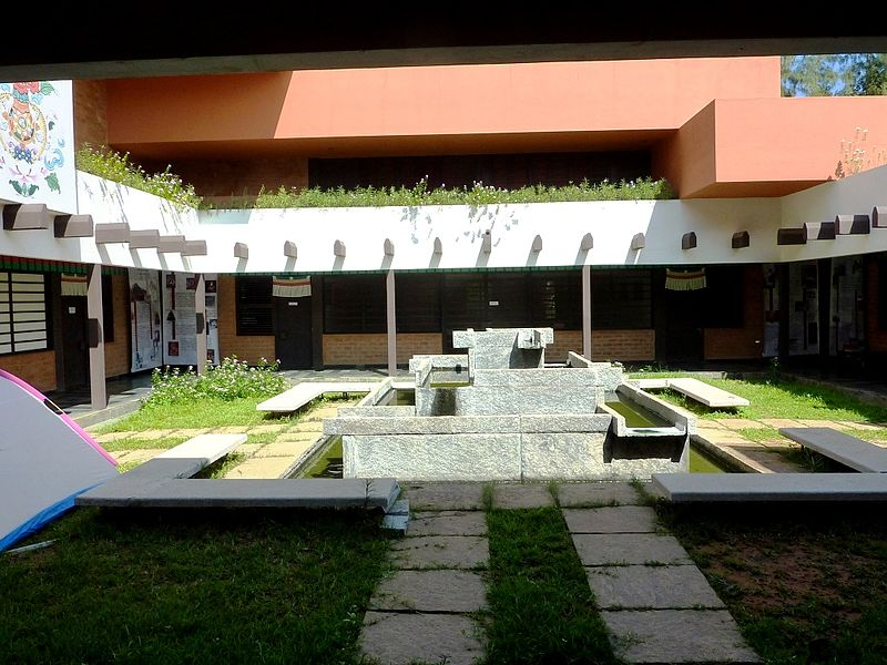 Courtyard_of_the_Tibetan_Centre,_Auroville_01