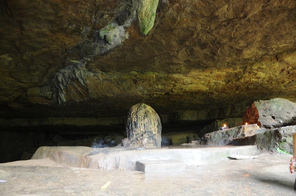 Nature_made_Shivalinga_in_Mawjymbuin_Cave_Mawsynram_Meghalaya_India