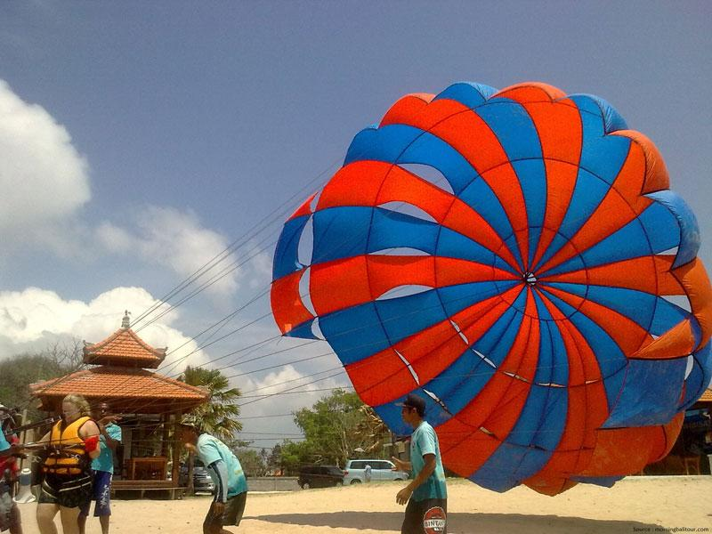 Parasailing_at_Rushikonda_beach, Visakhapatnam