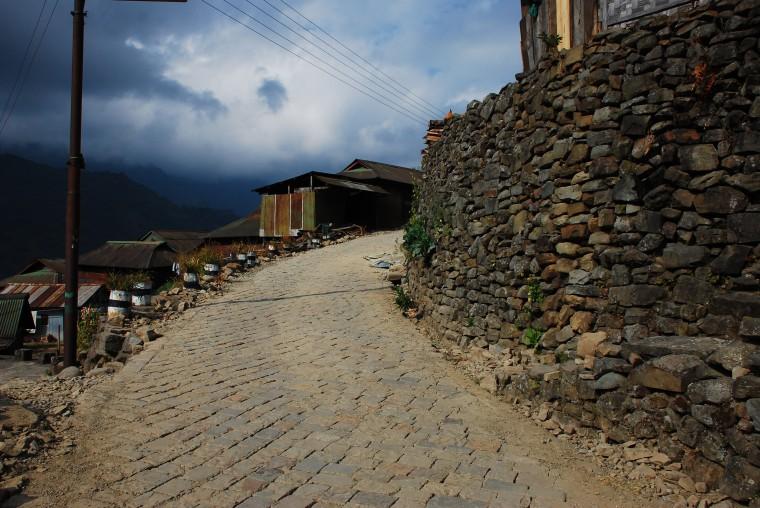 road-khonoma-village