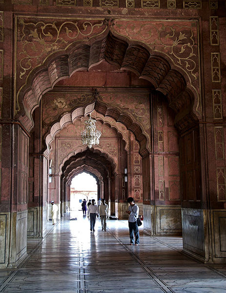 Detail_of_the_arches_inside_Jama_Masjid,_Delhi
