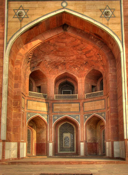 Details_of_the_arch_on_the_exterior_of_Humayun's_Tomb,_Delhi