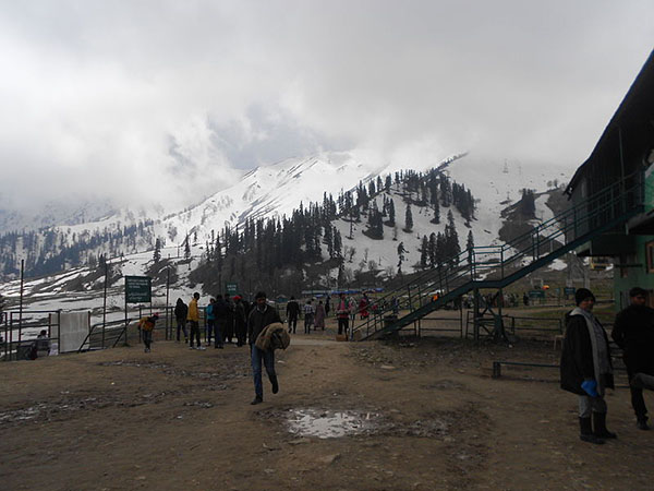 Gulmarg_Kungdoor_gondola_station