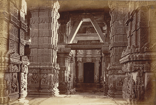 Interior_of_Jain_Temple,_Gwalior_Fort