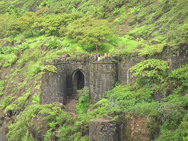 Kalyan_Darawaja_on_Sinhgad_Fort