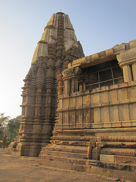 Khajuraho_India,_DulaDeo_Temple