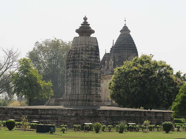 Khajuraho_India,_Parvati_Temple