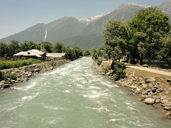 Lidder_river_in_pahalgam