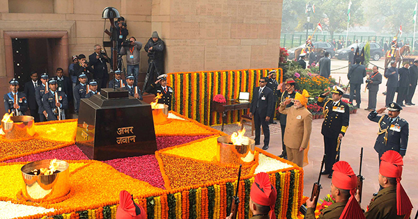 PM_at_India_Gate_on_Republic_Day