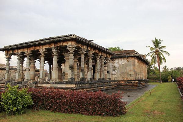 Profile_of_the_Parshvanatha_basadi_at_Halebidu