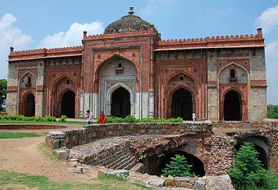 Qila_Kuhna_Masjid_inside_Puran_Qila