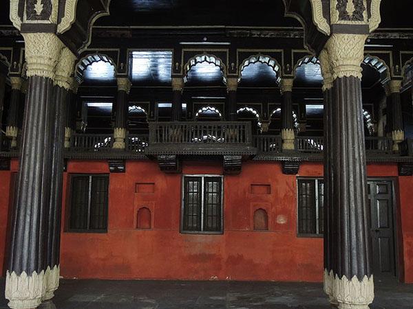 Reflections_at_Tipu_Sultan's_Palace