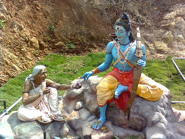 Sabari_Rama_statues_at_Gangadhara_Simhachalam