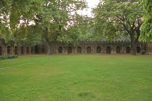 Sikandar_Lodi's_tomb_wall