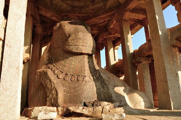 Stone_Monolithic_Nandi_Bull_Hampi