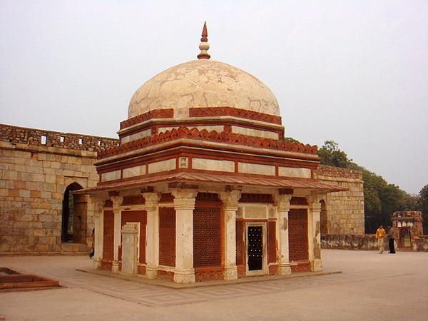 Tomb_of_Imam_Zamin,Qutb_minar_complex