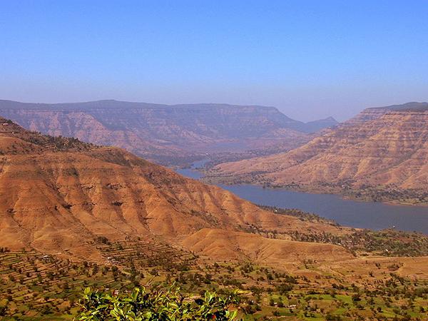 View_from_Panchgani,_Maharashtra