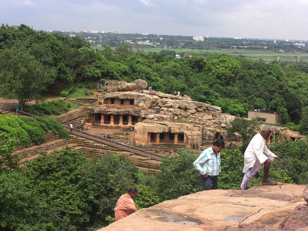 the_Udayagiri_caves_from_Khandagiri,_in_Bhubaneswar